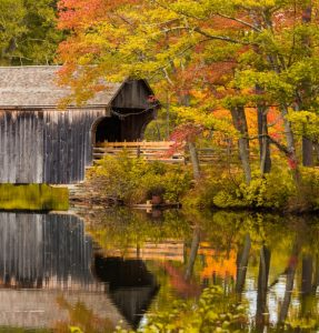 covered-bridge-in-fall-1495295197Txa